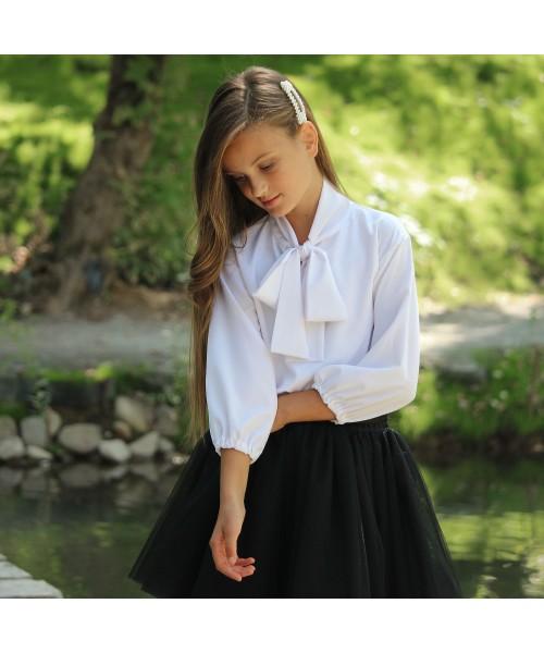 Блузка белая с бантом