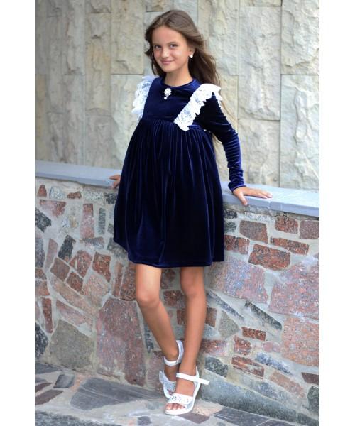 Платье бархатное с кружевом и брошкой