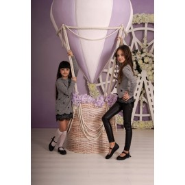 Платье серое с шариками и кружевом